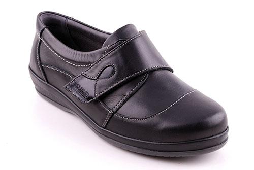 sköna pumps för breda fötter